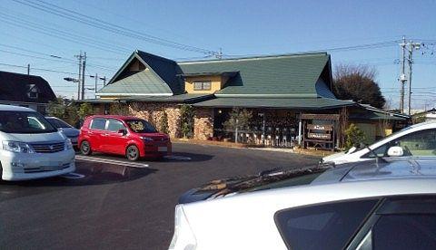 茶屋草木万里野桐生店の店舗と駐車場