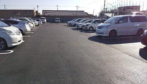 広い茶屋草木万里野桐生店の駐車場