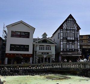 草津温泉湯畑前の店