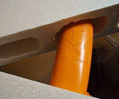 スイッチ本体部分をブロックの穴へ