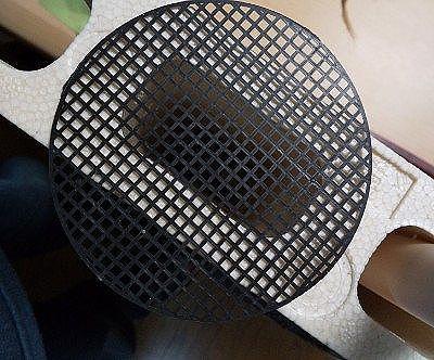 ブロック穴の底に鉢底ネット