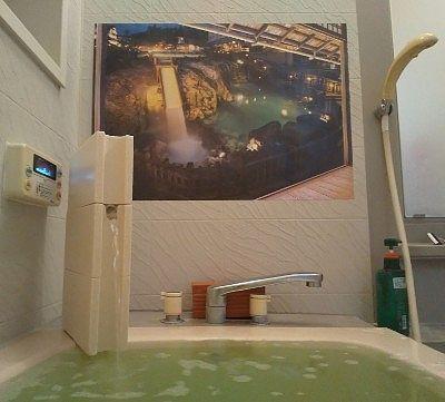 お湯の落ちる音が広がる自宅の風呂