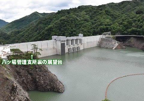 やんば見放台から見た完成して八ッ場ダムの景色
