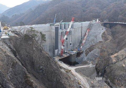 2019年4月末、やんば見放台から見た八ッ場ダム建設当時中の写真