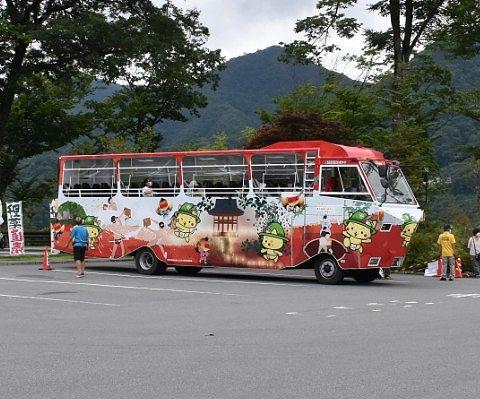道の駅に停車する水陸両用バス