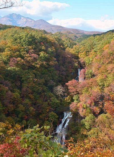 紅葉の霧降の滝
