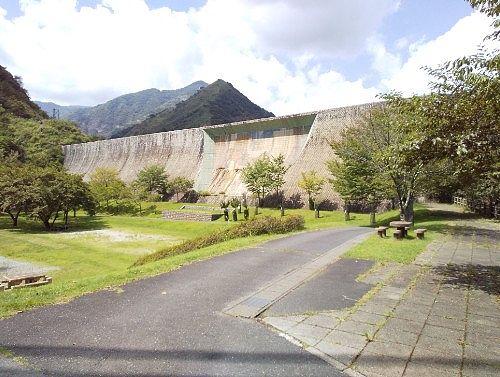 砂防ダム下の銅親水公園の様子
