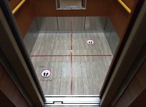 ソーシャルディスタンスのエレベーター