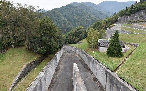ダムの水路