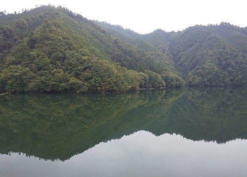 洞元湖の景色