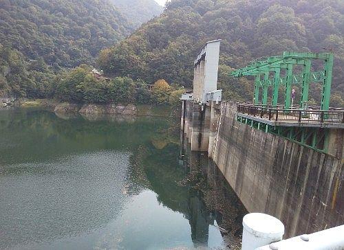 湖面側のダム