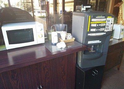 ホットコーヒーマシンと電子レンジ
