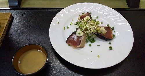 止肴「鰹のたたき胡麻酢風味」