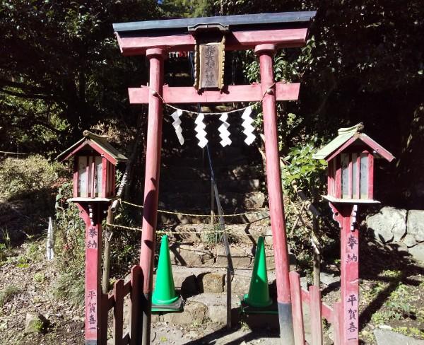 梅若稲荷神社の鳥居