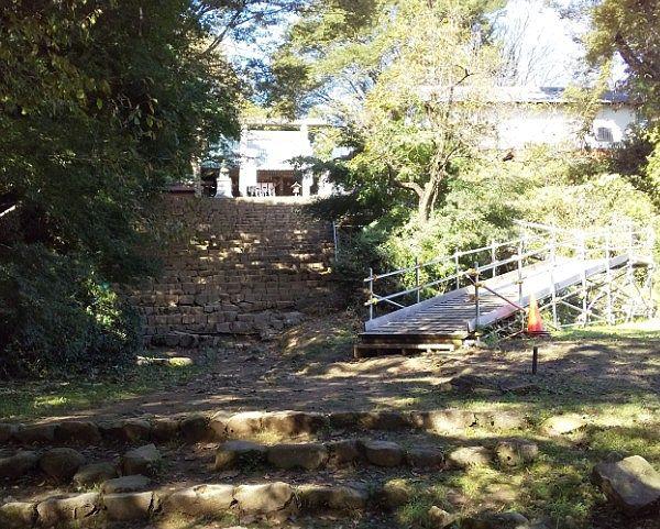 新田神社への石段