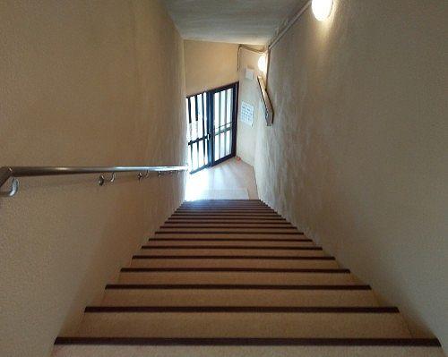 浴場内の階段