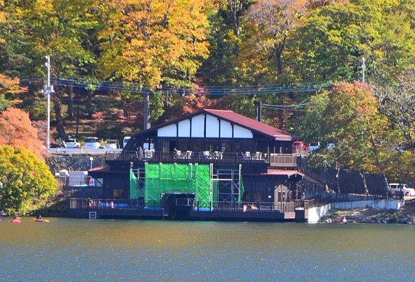 昔改修されてる時に中禅寺湖遊覧船から見た中禅寺湖畔ボートハウス