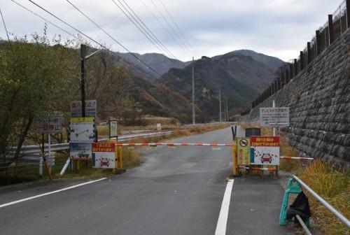 松木渓谷に向かう道