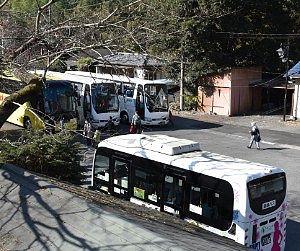 神戸駅で待機してるバス