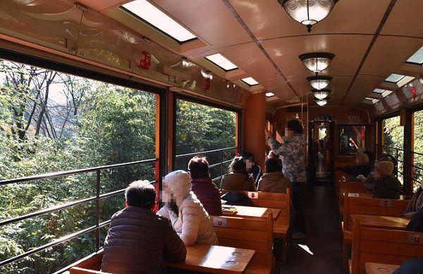 トロッコ列車車内