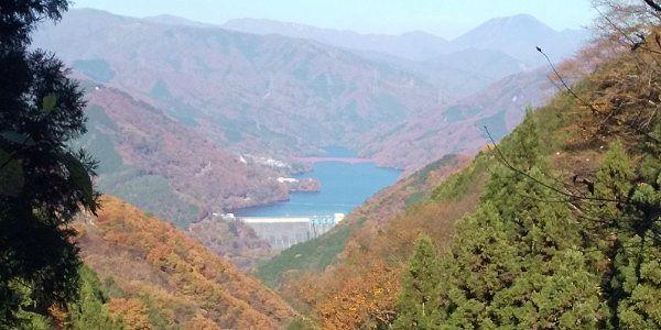 草木湖紅葉絶景と男体山