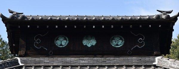 屋根にある徳川の御紋