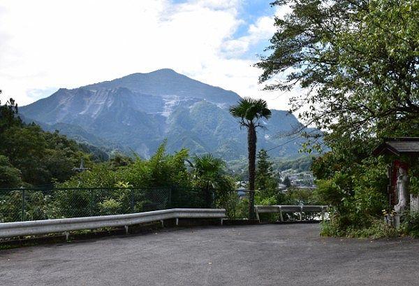 卜雲寺駐車場からの武甲山の景色