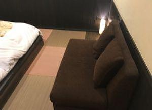 寝室のソファ