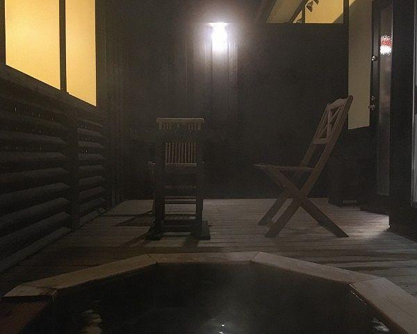 夜の客室露天風呂