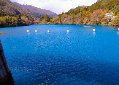 四万湖の四万ブルー