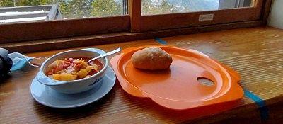 ポルシチスープとくるみパン