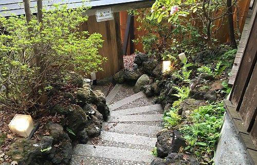 鹿覗きの湯へ向かう外階段