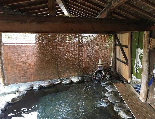 鹿覗きの湯の湯屋