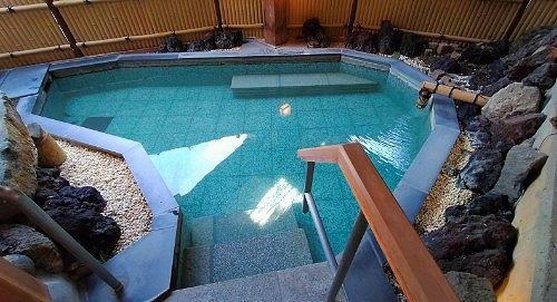 西の湯の露天風呂
