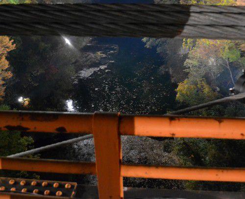 内楽橋から下を見る