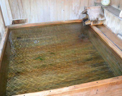 貸し切り風呂の湯船