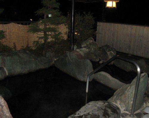 夜の混浴露天風呂の様子