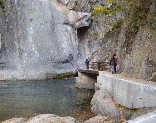 崖沿いにある遊歩道