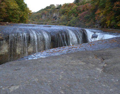 渇水時の吹割の滝