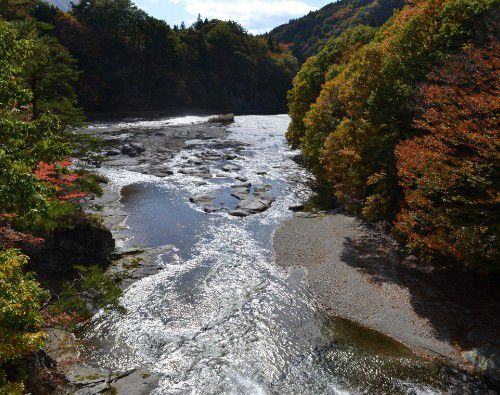 吹割橋から下流の景色