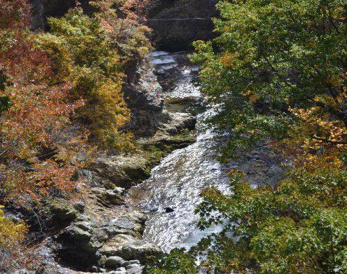 吹割大橋から見た片品渓谷