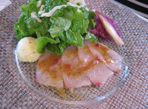 本日の鮮魚のカルパッチョ、サラダとともに