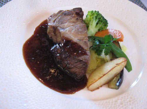 群馬県産麦豚リブロース肉のグリル、粒マスタードソース