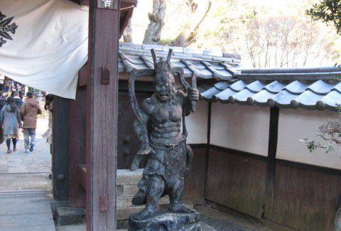 泉龍院山門脇にあった仁王像