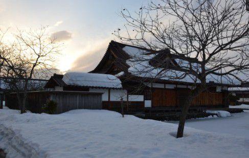 雪の日新館