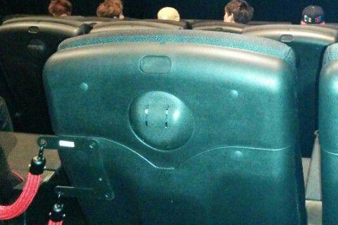 4DX座席後ろ