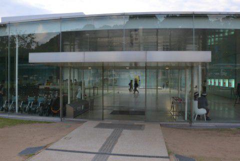 金沢21世紀美術館正面入り口