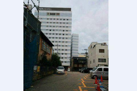 アパホテル金沢中央駐車場
