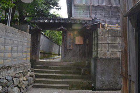 妙立寺裏門