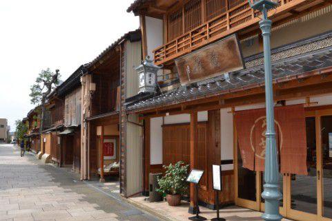 にし茶屋街の建物